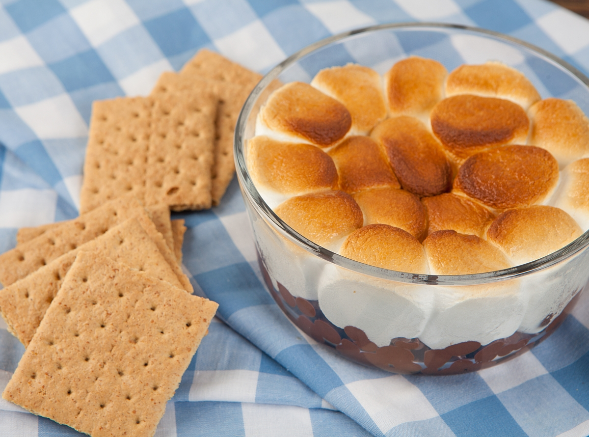 S'mores Dip and Graham Crackers